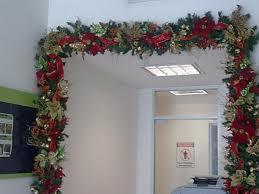 Los 10 elementos decorativos m s usados en navidad - Adornos navidenos puertas ...
