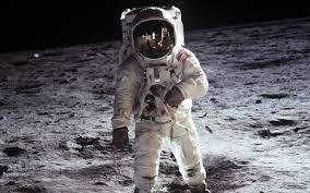 Astronauta ve ovni - Misterio del universo