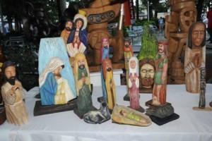 santos de palo artesanías